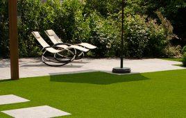 Premium Kunstrasen für den modernen Garten mit Terrasse