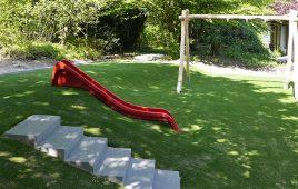 Kunstrasen Hügel mit Fallschutz – Hangrutsche aus Kunststoff