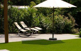 Premium Kunstrasen für den privaten Garten mit Terrasse