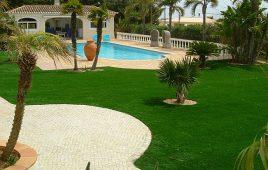 Premium Kunstrasen für den privaten Luxusgarten mit Pool