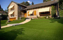 Premium Kunstrasen für den privaten Garten mit Hang